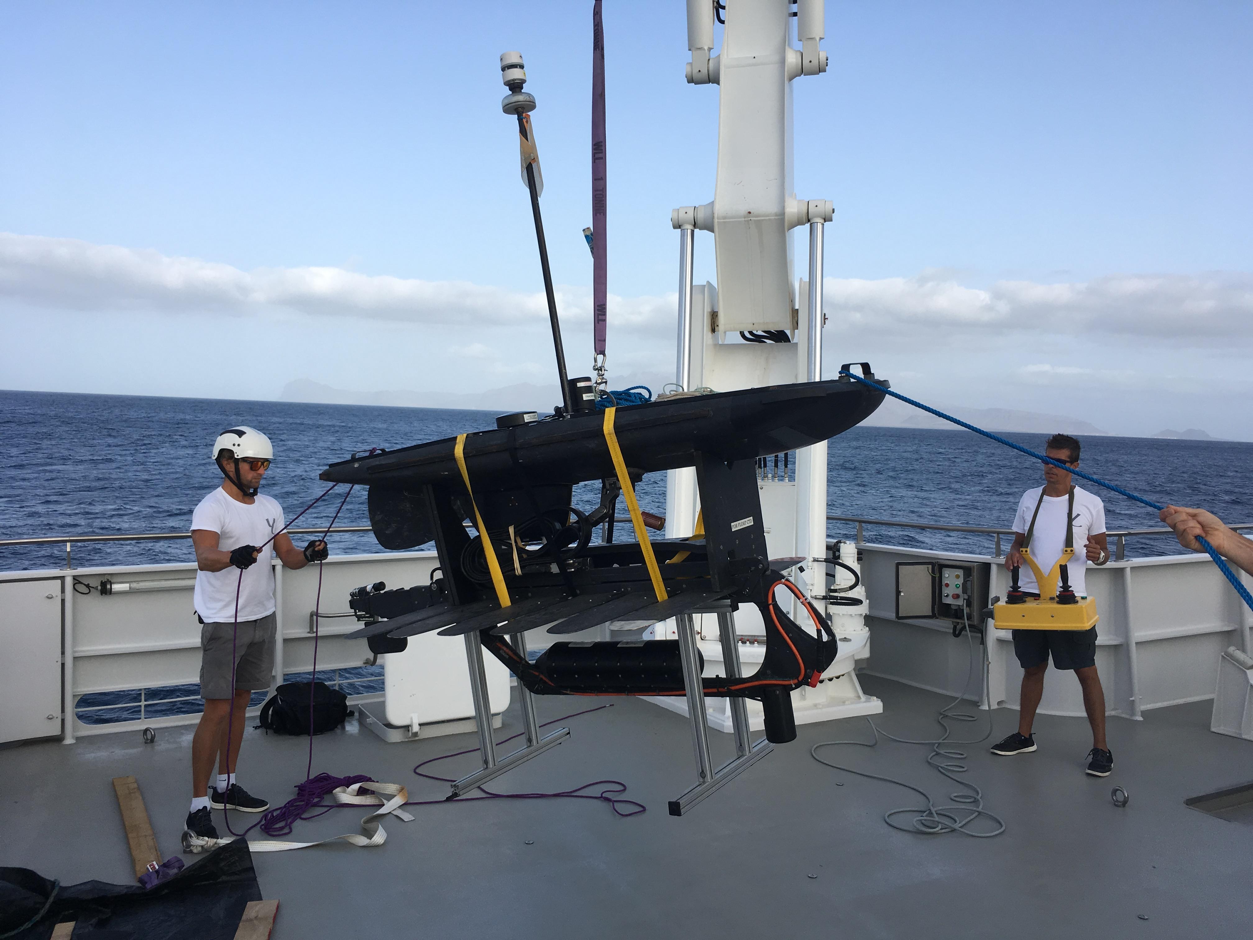 Recuperation_Bottom_lander_Geomar_SenghorMount_112m_MISSION Cabo Verde_©O.Borde_Monaco Explorations