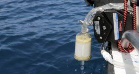 ADN environnemental - Filtration de l'eau de mer, Santa Marta, Colombie © Olivier Borde. Explorations de Monaco