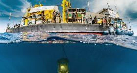 Gombessa 6. La barge de l'INPP et la tourelle immergée©Jordi-Chias_Gombessa-Expeditions.jpg